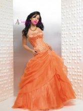 Dámské plesové šaty zdobené