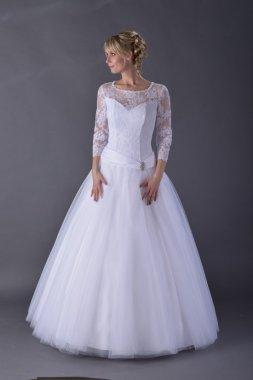 Dámské kvalitní krajkové svatební šaty s rukávy