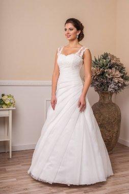 1600 Svatební šaty na ramínka