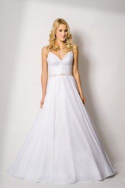 1702 Krásné svatební šaty na ramínka Olivia